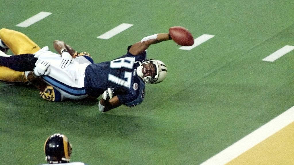 This image has an empty alt attribute; its file name is tennessee-titans-one-yard-short-super-bowl_3407544.jpg